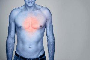 От чего появляется сыпь на груди и как ее лечить