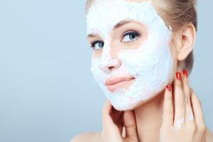 Как справиться с обветриванием кожи лица, губ и рук