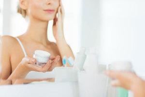 Крем от обветривания лица: реальная помощь поврежденной коже